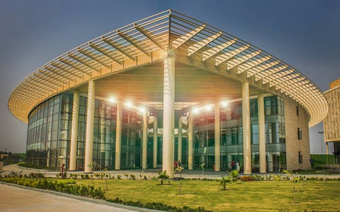Fees Structure and Courses of Amity University, [AU] Kolkata