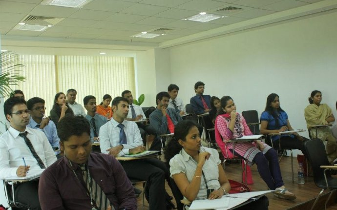 Know where to enrol for investment banking courses in India